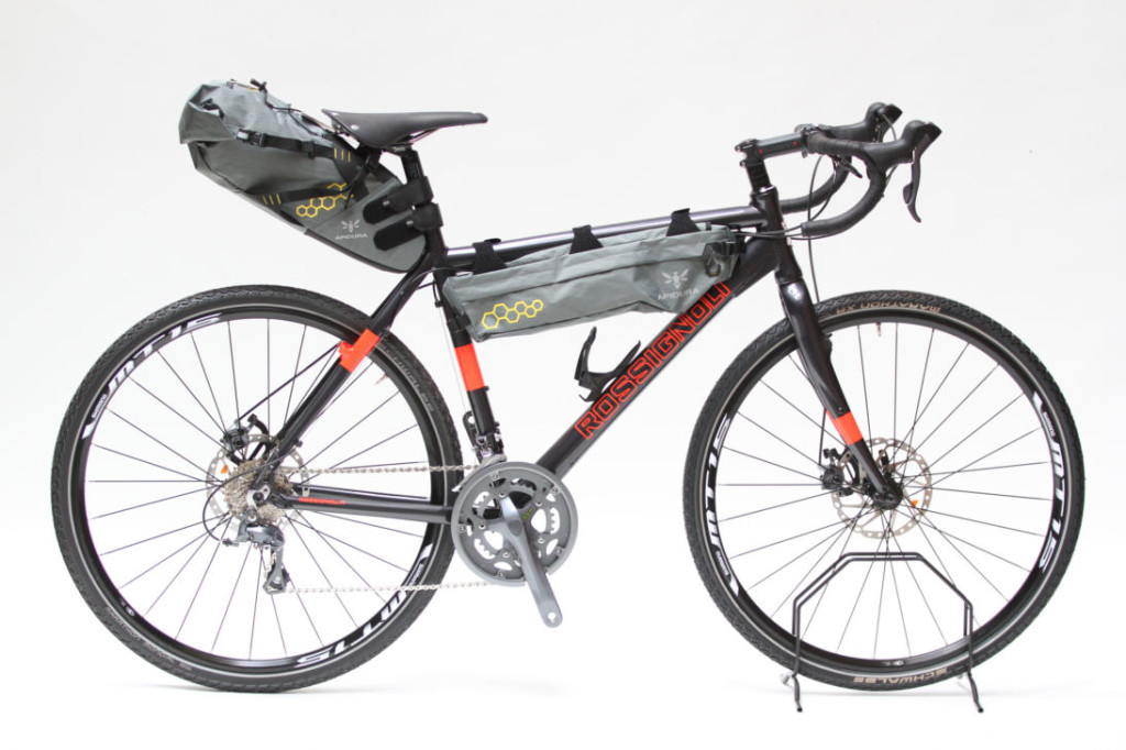 c2376dcfaa Vediamo quindi brevemente le sostanziali differenze tra le borse  tradizionali e le borse da Bikepacking.